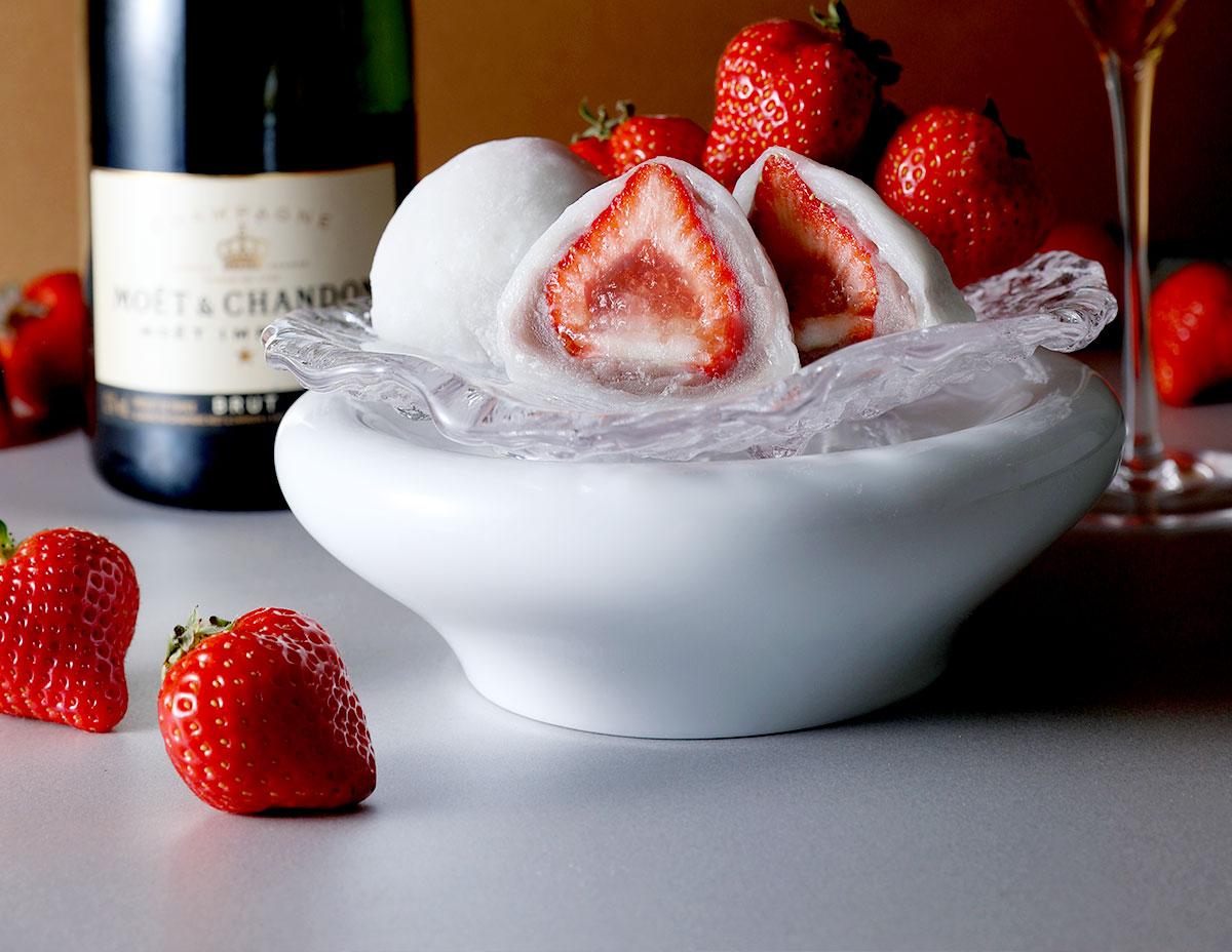 イチゴとシャンパンは、一緒に食べるとマリアージュする(結婚しちゃうぐらい二つが合う!)