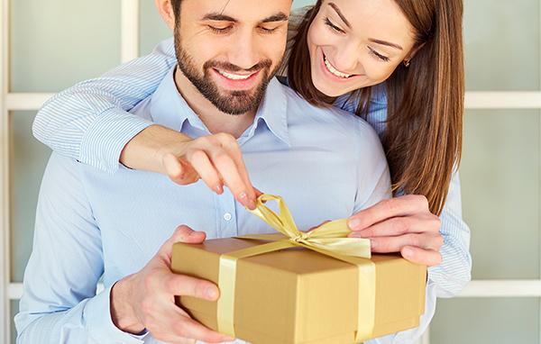 彼氏や旦那さんが喜ぶ、チョコレート以外のプレゼントの選び方